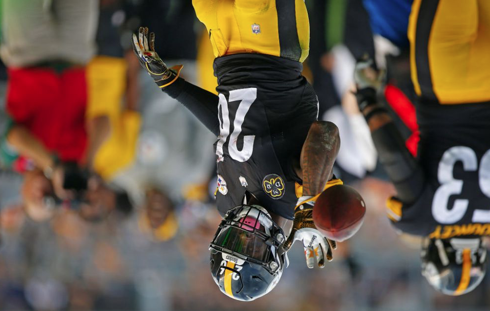 "Le'Veon Bell Posts Weird Upside Down Tweets About ""What He Believes In"""