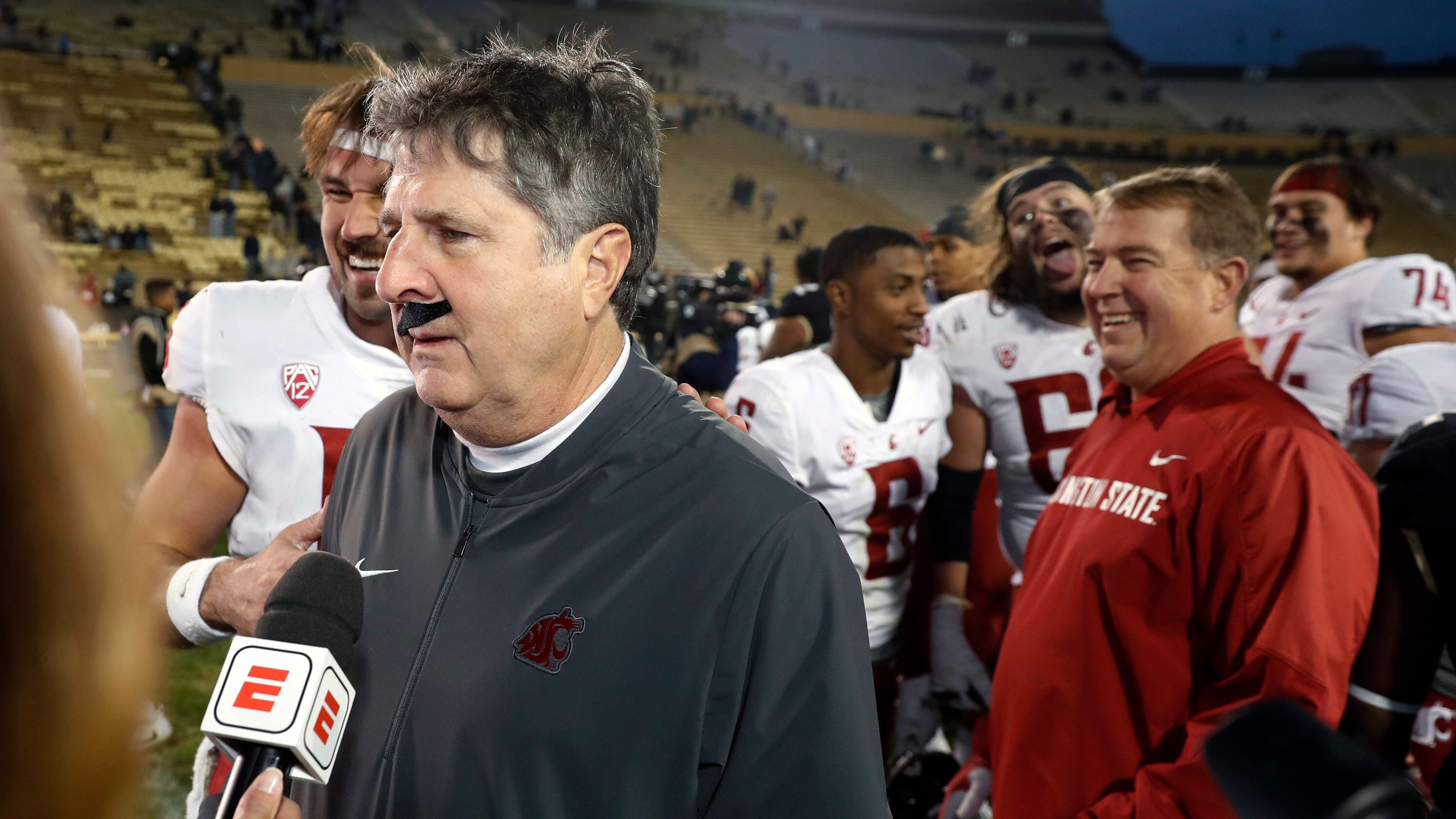 Mike Leach Is Every CFB Fan Ever