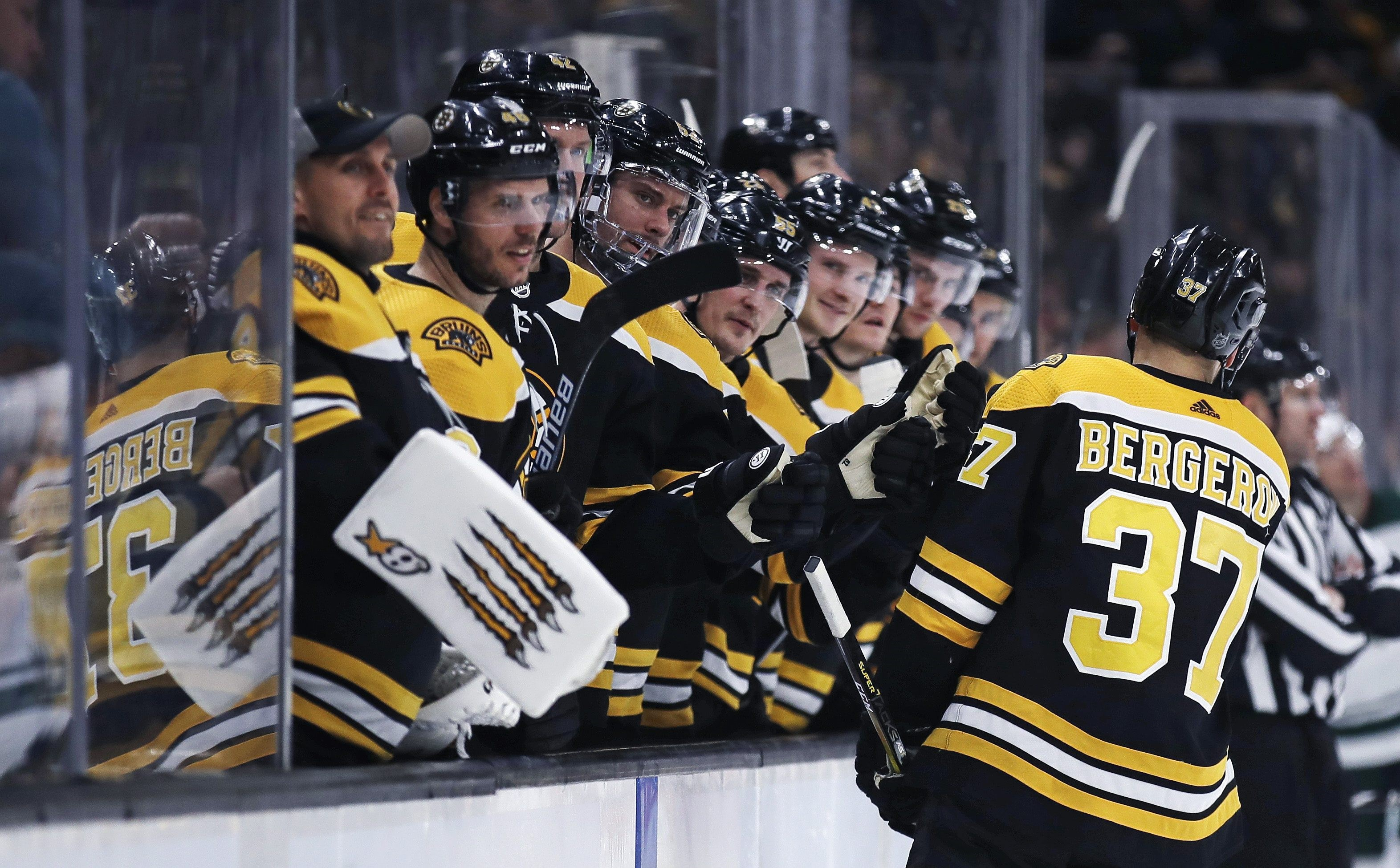 Bruins Win Their Fifth Straight in Convincing Fashion