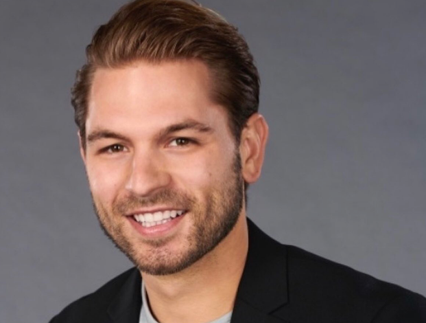 Bachelorette Contestant Gets Caught Asking A Girl On A Date The Weirdest Way Possible