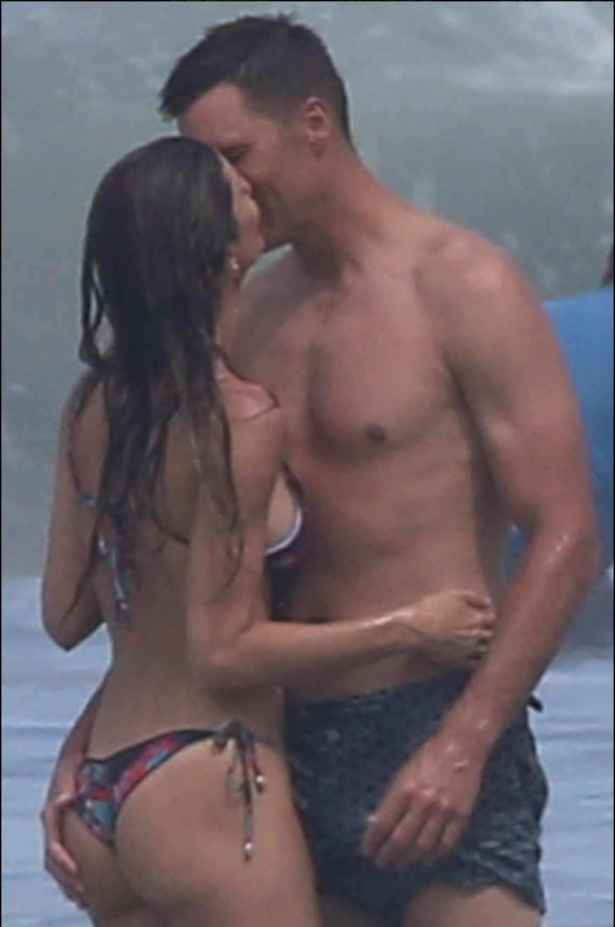 NSFW: Tom Brady Is Enjoying His Offseason By Grabbing Gisele's Booty On The Beach