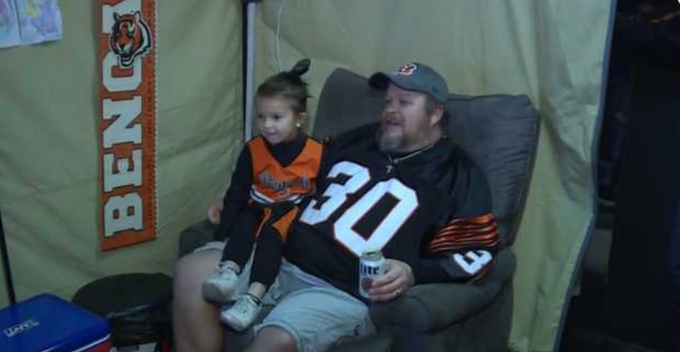 Jeff The Bengals Fan Protesting By Living On The Roof Of His Bar Is Coming Home!!!