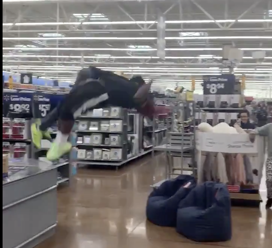 These Dudes Had A Damn WWE Match In The Middle Of  A Wal-Mart