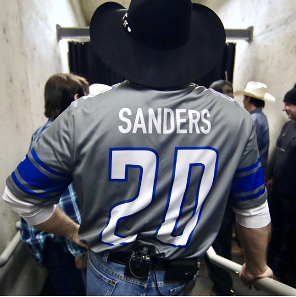 Trump Supporters Confused Garth Brooks' Barry Sanders Jersey For A Bernie Sanders Jersey