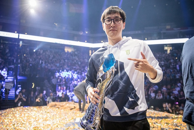 BREAKING: Doublelift Benched By Team Liquid