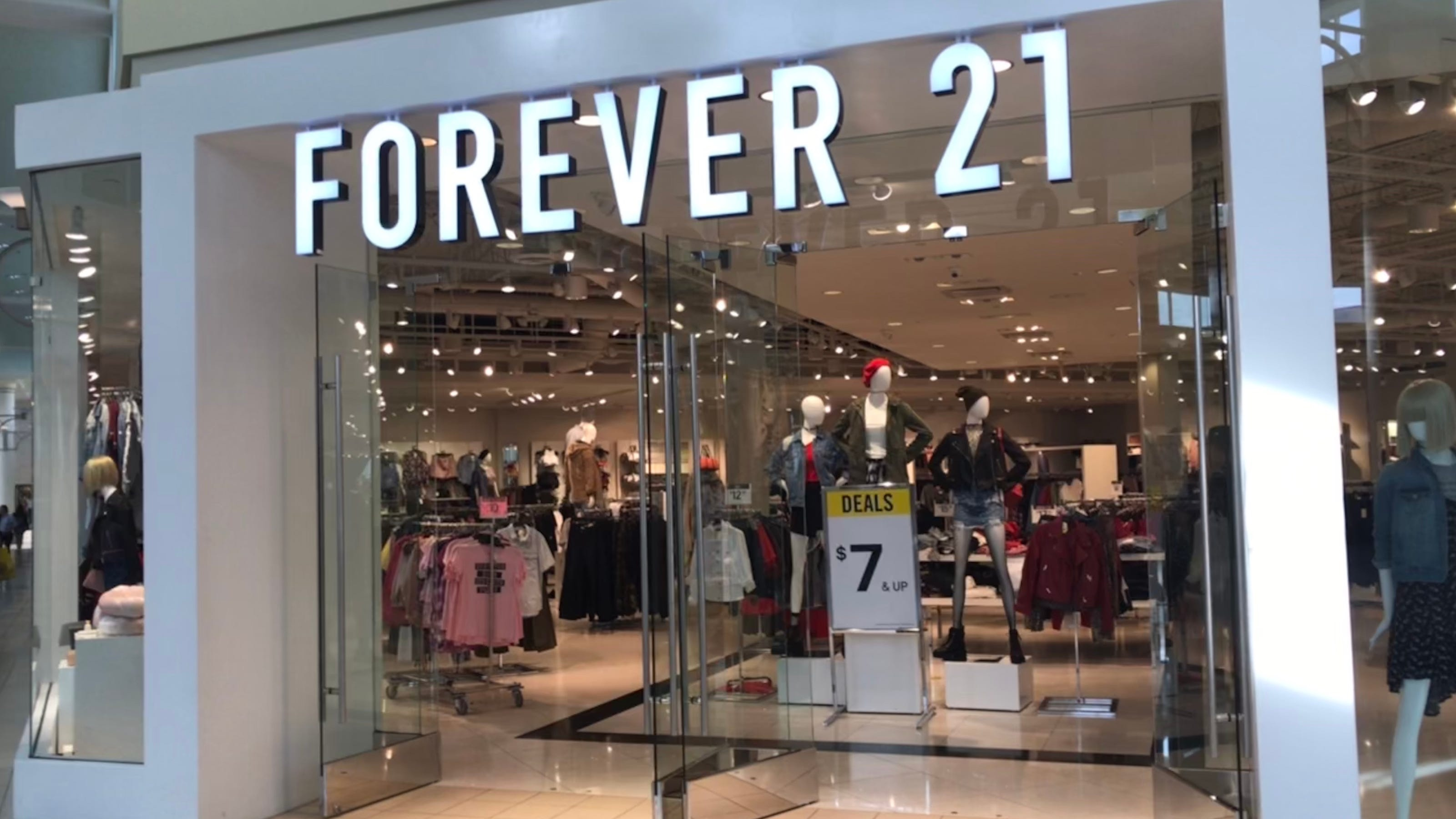FOREVER 21 CLOSING THEIR DOORS FOREVER?!?!