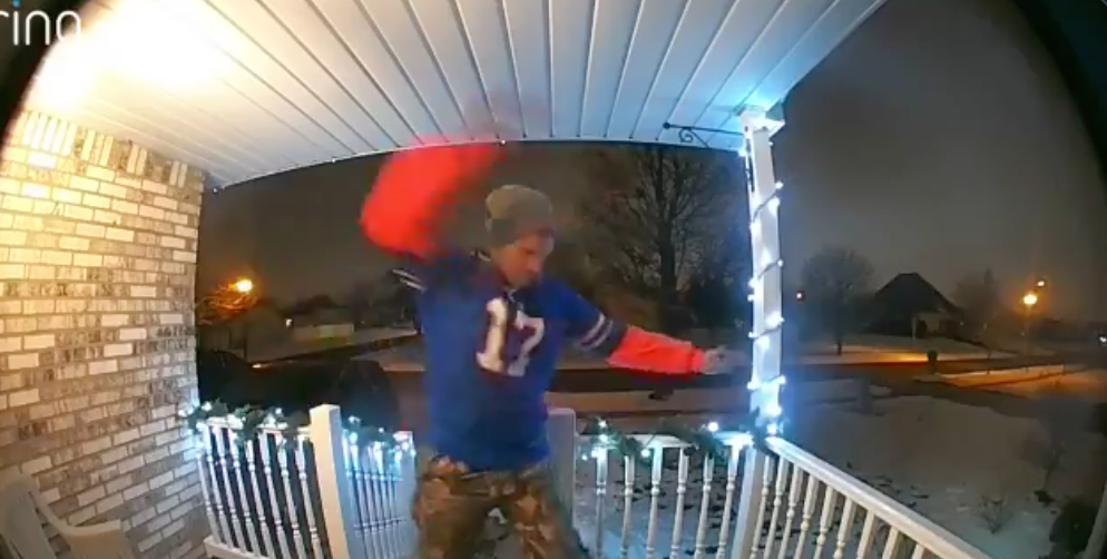 Love This Bills Fans Reaction To Stumbling Home Drunk h/t (@_mandirae)