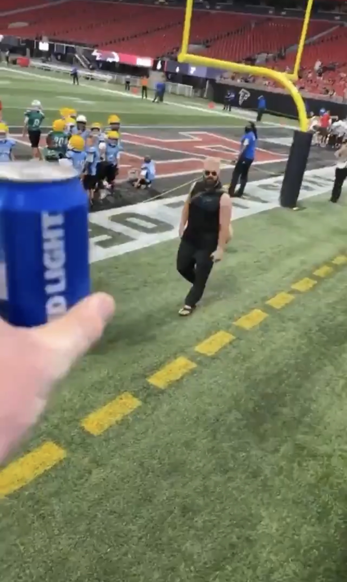 Video: Jason Kelce Enjoys A Well Deserved Beer With Eagles Fan Immediately After The Game